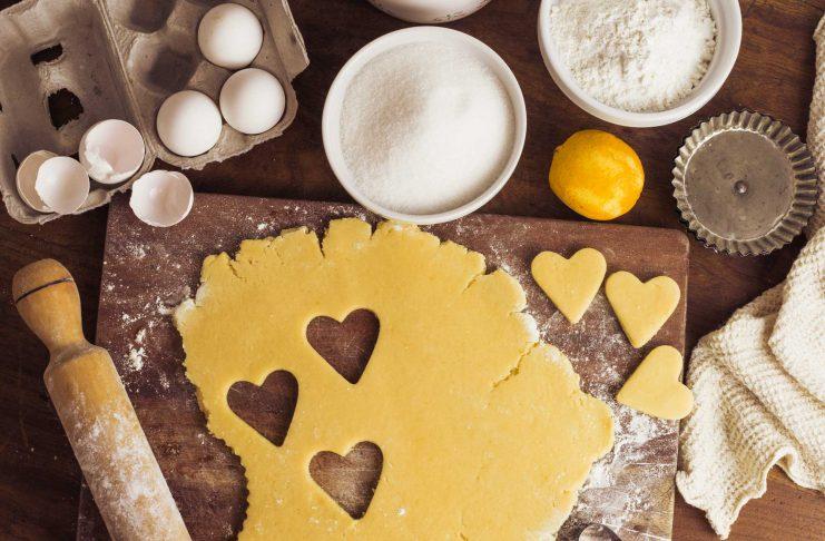 پخت شیرینی خانگی